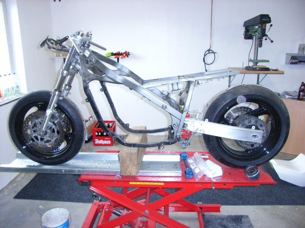 Yamaha FZ 750 FZR1000- 2LA 3LE Chassis Umbau Classic Superbike CSBK Racer