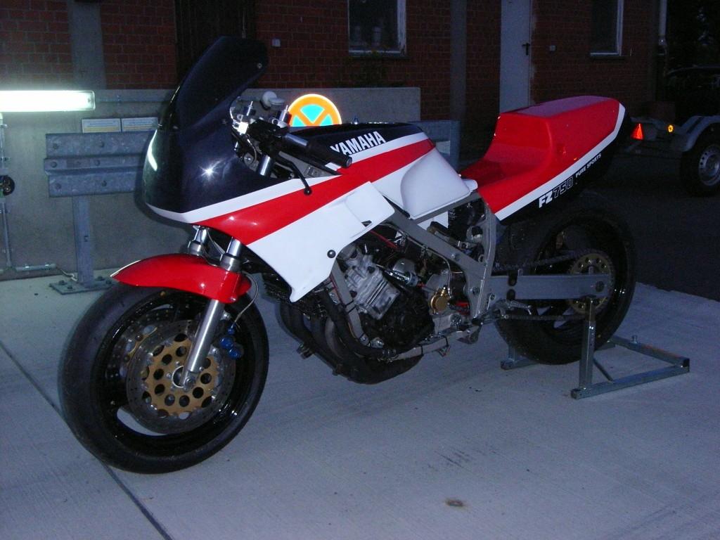 Yamaha FZ 750 Umbau Classic Superbike CSBK Racer